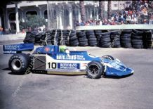 MARCH 771 - Brian Henton at speed 1977 Long Beach GP.  photo